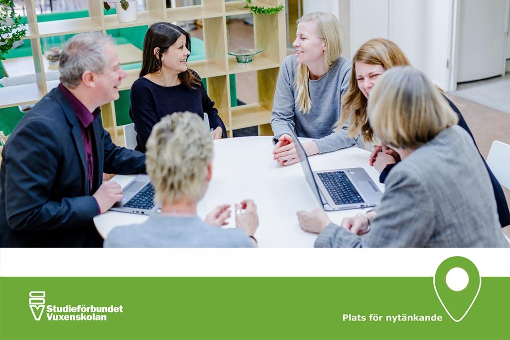 Bild på personal vid Studieförbundet Vuxebskolans Regionförbund i Skåne.